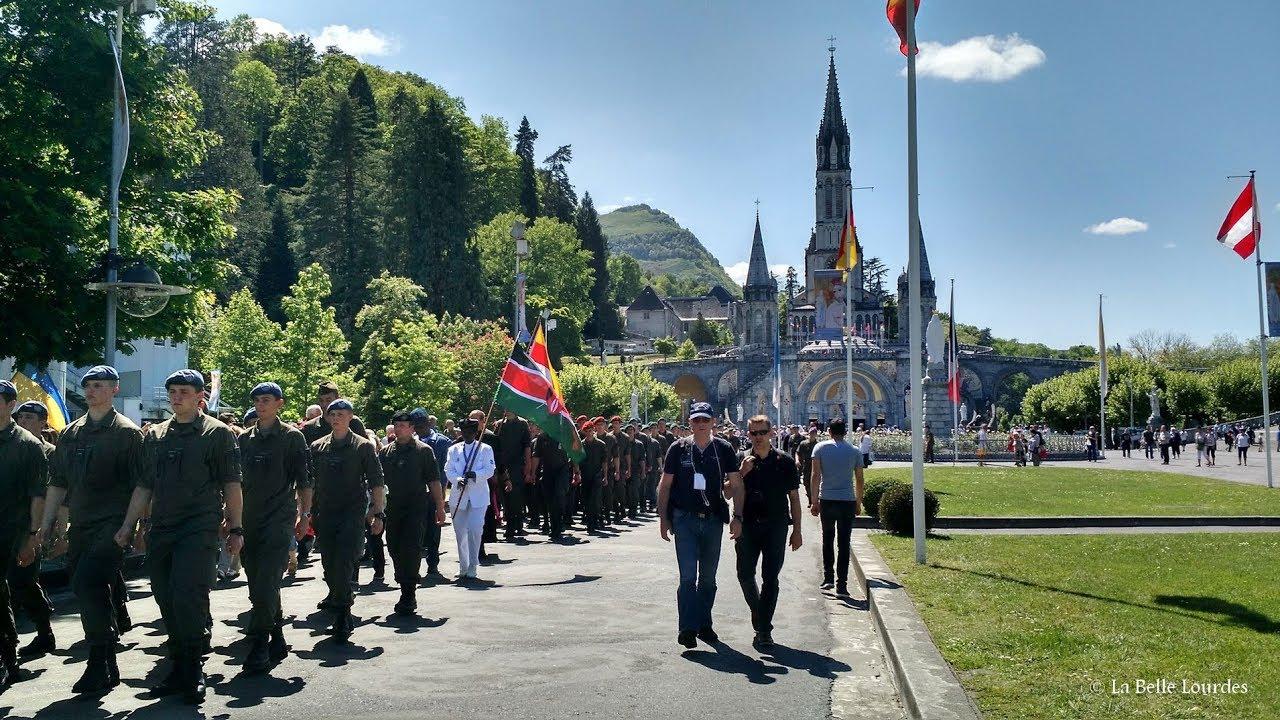 Độc đáo: Quân đội hơn 40 nước diễn hành tôn...