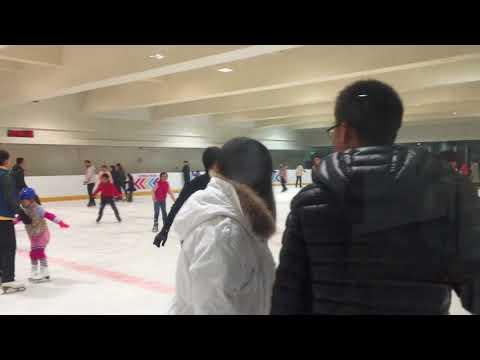 Катание на коньках в Шанхае, Китай. Ice skating in Shanghai