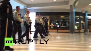 USA: BLM activists kicked out of Minneapolis mall by riot police