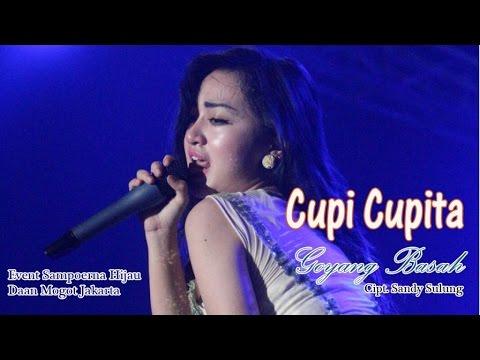 Aksi Goyang Basah Cupi Cupita di Event Sampoerna Hijau