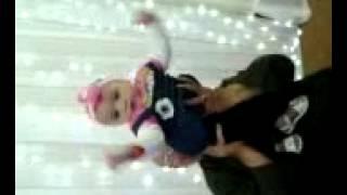 طفلة عندها سنة ترقص علي اغنية حلاوة روح . رقص ريتاج القمر العسل