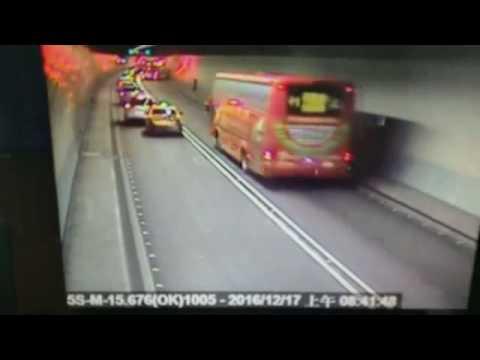 可惡計程車司機  雪山隧道變換車道害車禍  塞車回堵超過7公里