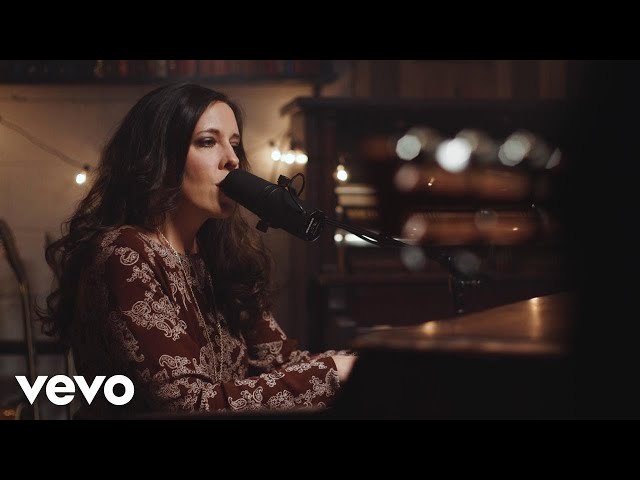 Shelly E. Johnson - Gift of Love (feat. Seth Condrey) (Official Music Video)