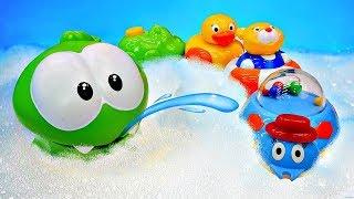 Ам Ням и игрушки для ванны - Бассейн - Мультики для малышей