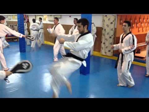 Gimnasio kim taekwondo ponferrada doovi for Gimnasio victoria