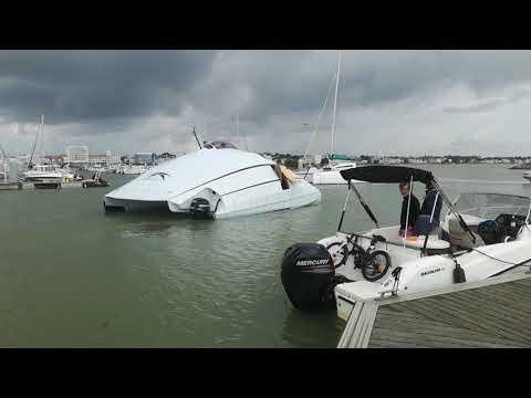Le catamaran à grande vitesse développé par la société Advanced Aerodynamic Vessels (A2V)