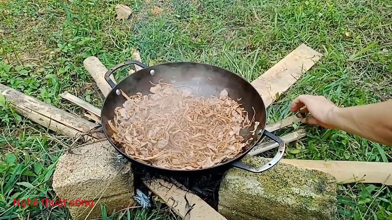 Món Măng khô xào thịt bò, lá lốt…