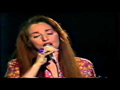 """Pauline Ester chante Trénet : """"Ménilmontant"""" live 1990"""