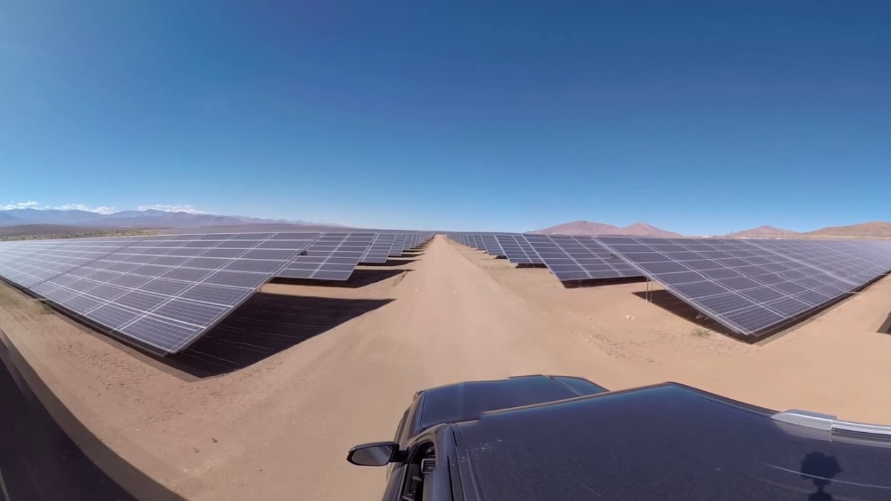 Paseando entre paneles en el desierto de atacama ACCIONA 360º
