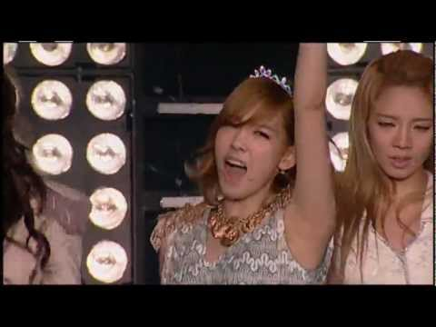 Girls' Generation 소녀시대 'The Boys' SMTOWN LIVE in NEW YORK