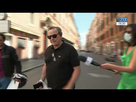 Covid in Italia, pochi contagi ma anche meno attenzione alle regole