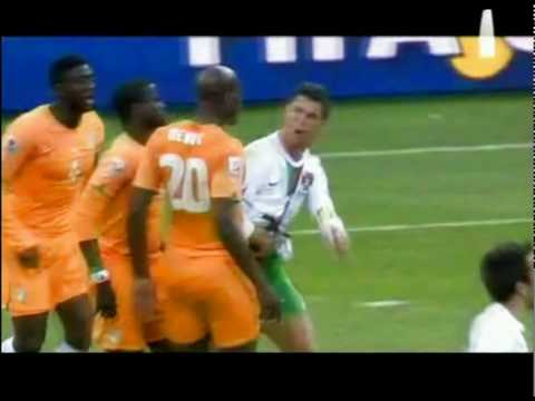 Guy Demel vs Cristiano Ronaldo