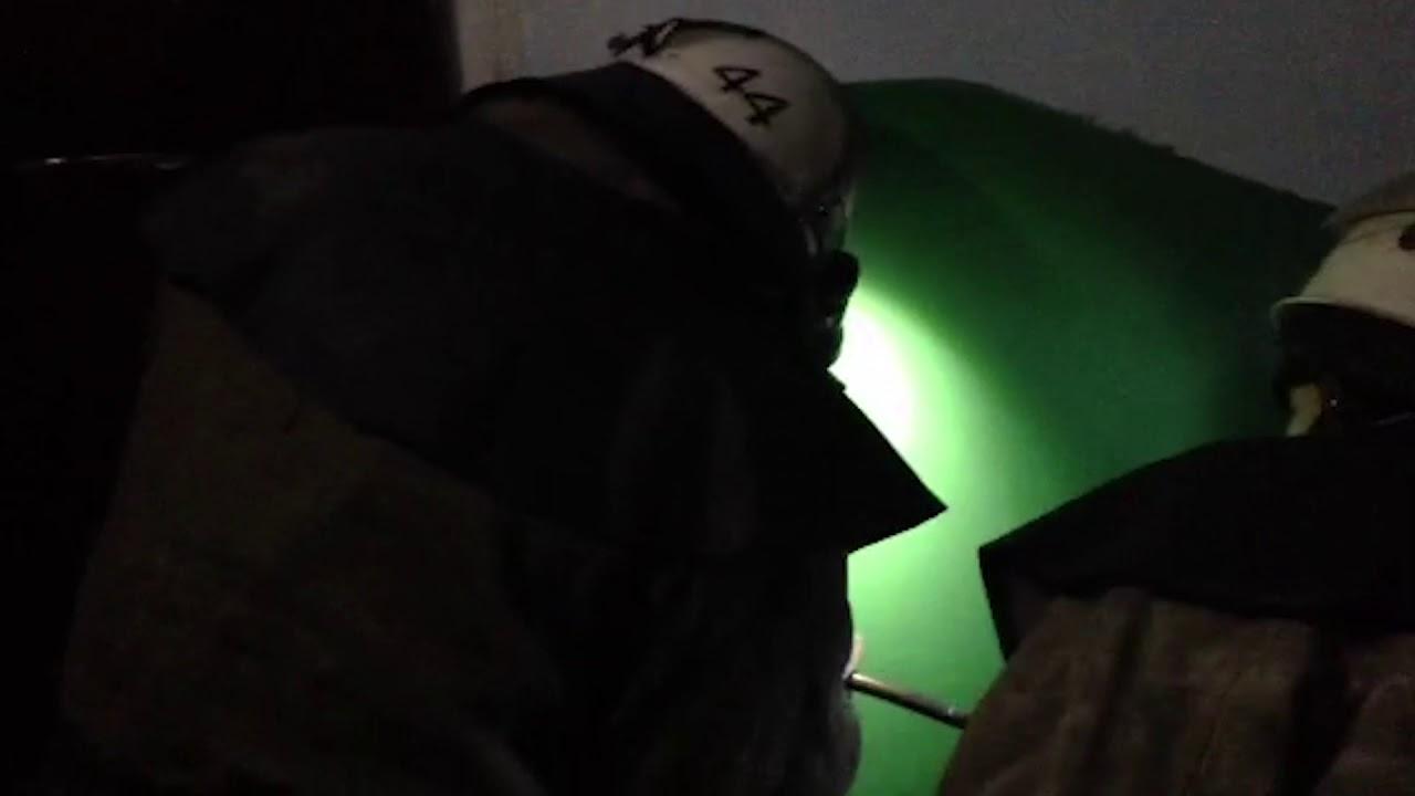 Франківські рятувальники посеред ночі допомагали пенсіонерці потрапити до власного житла