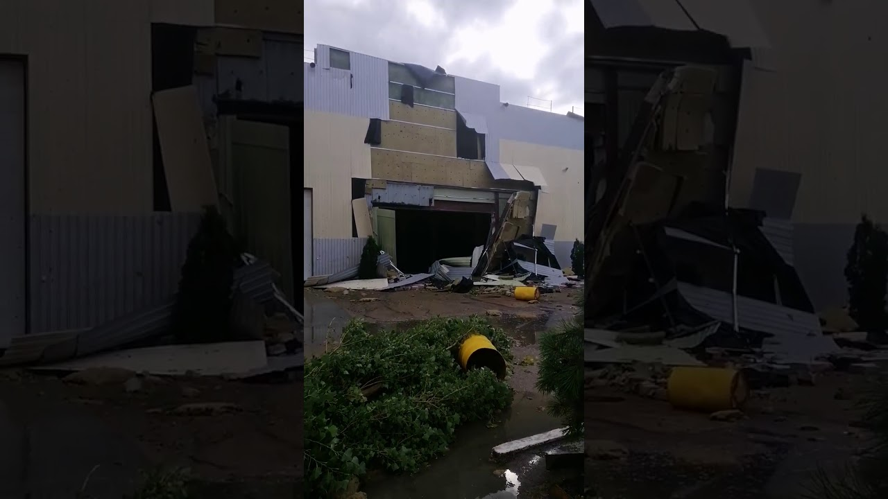 В Кропивницькому негода знесла дахи та зруйнувала будинки. II