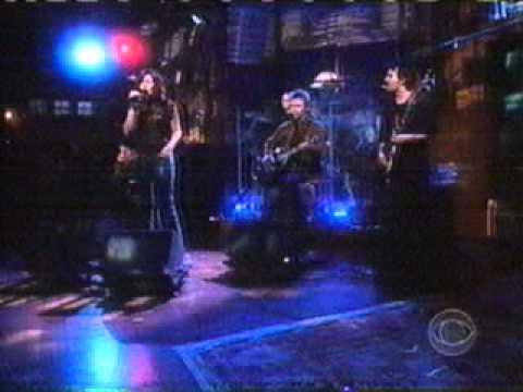 Mandy Moore - Moonshadow (Live @ Craig Kilborn 20031126)