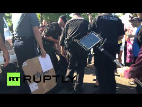 USA: Scuffles break out as protesters picket Trump rally in Eugene