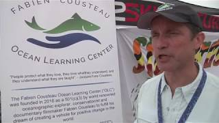 Νέα Υόρκη: Ο Φαμπιάν Κουστώ καθαρίζει την παραλία του Λονγκ Μπιτς