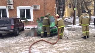 Возле КВЦ имени Тенишевых загорелась машина.
