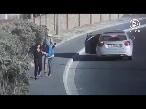 Woman robbed in broad daylight