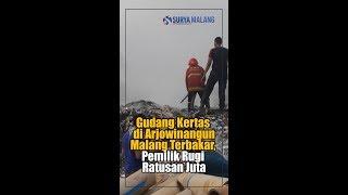 Download Video GUDANG KERTAS DI ARJOWINANGUN MALANG TERBAKAR, PEMILIK RUGI RATUSAN JUTA MP3 3GP MP4