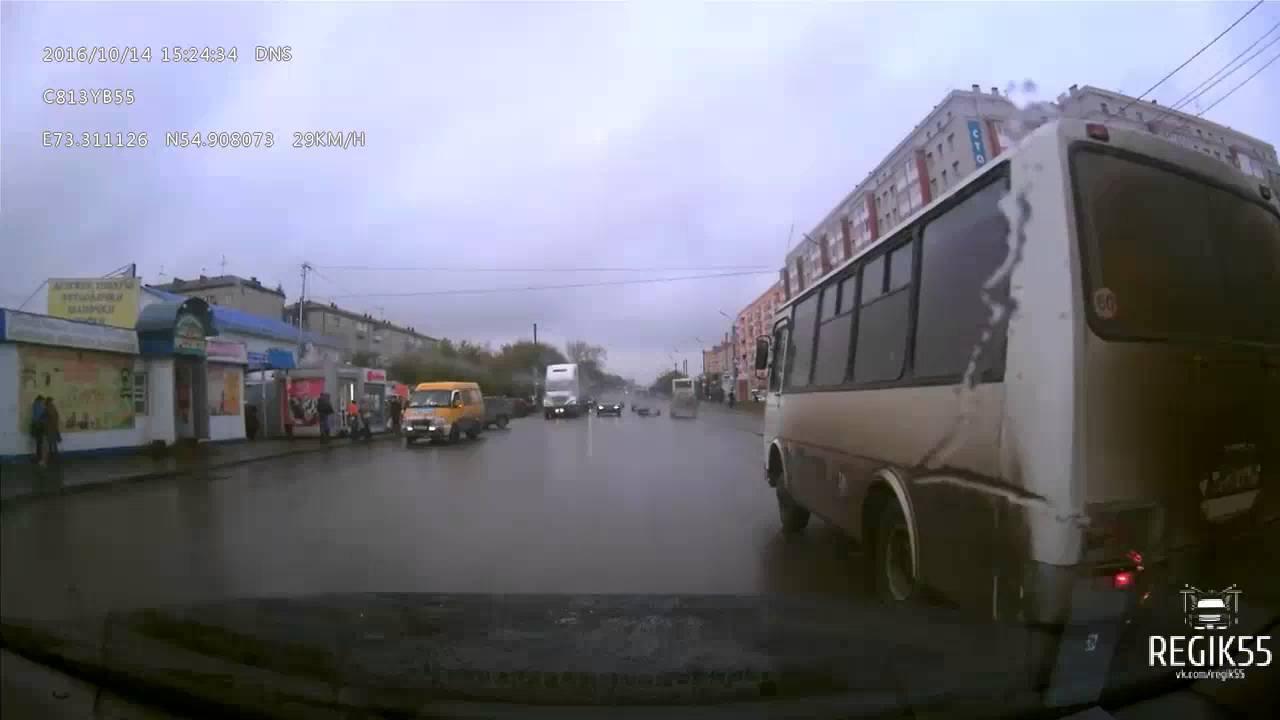Последствия ДТП с участием скорой помощи, Омск (25.11.2016)