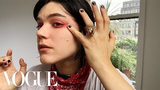 Watch French It Girl Soko's Trick for the Ultimate Moody Eyeshadow | Beauty Secrets | Vogue thumbnail