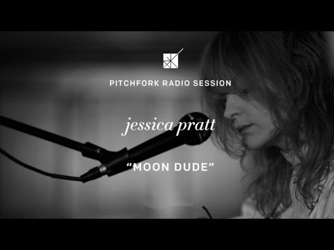 "Jessica Pratt performs ""Moon Dude"" - P4k Radio Session"