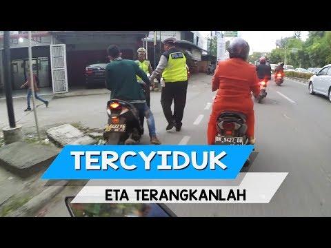 Supir Angkot adu Jotos, Terciduk Polisi - ETA TERBANGKANLAH