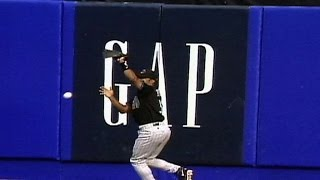 1999 NLDS Gm4: Tony Womack drops fly ball in right