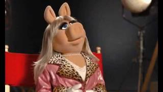 Muppets Movie: Meet Miss Piggy | Official Disney Junior Africa
