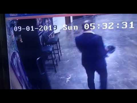 Подозреваемого в краже женской куртки разыскивают в Южно-Сахалинске