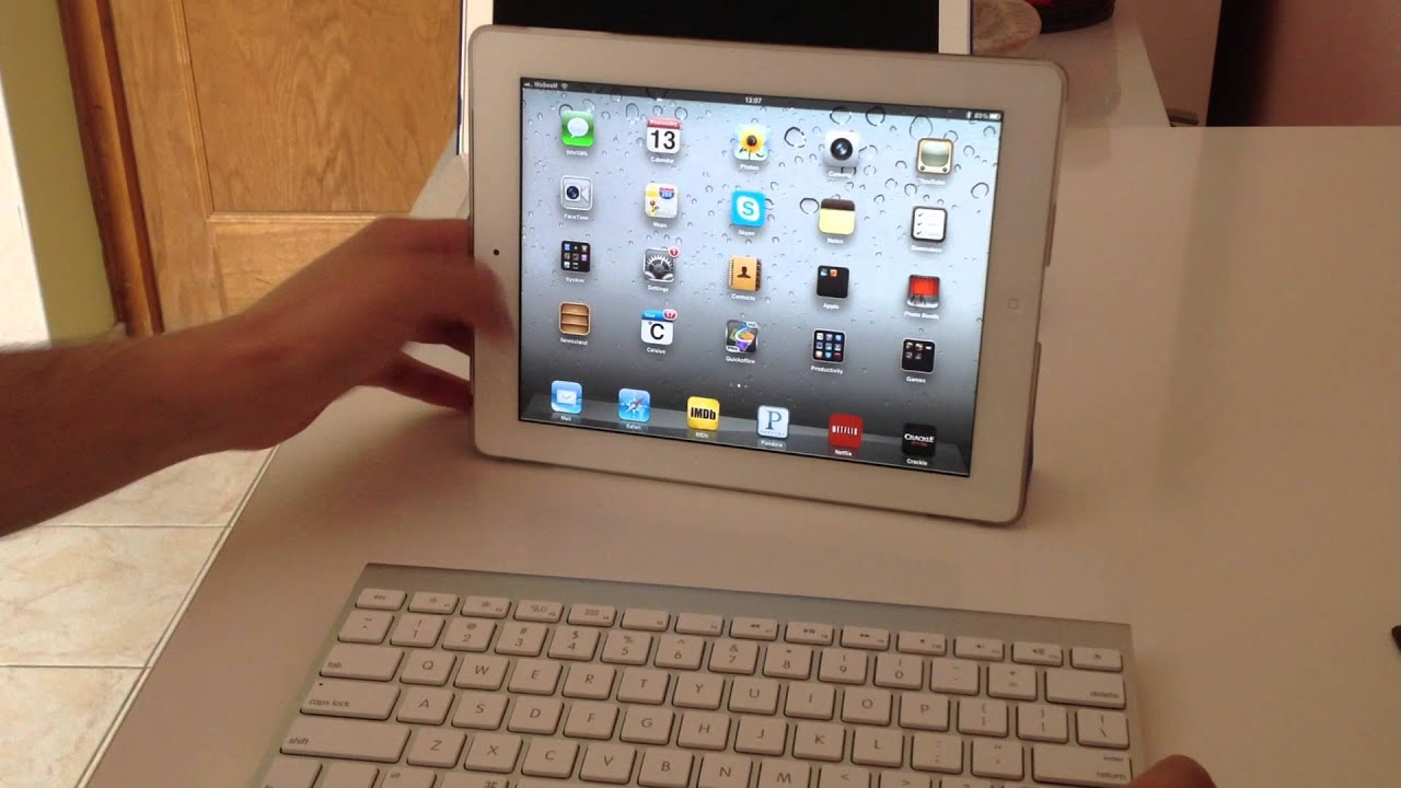 apple wireless keyboard with ipad 2 youtube. Black Bedroom Furniture Sets. Home Design Ideas