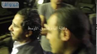 وصول أحمد حلمي ومني زكي لعزاء والدة عمرو وشريف عرفه