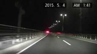 【警察】夜中の東京ゲートブリッジで歩行者を保護する?2台のパトカー
