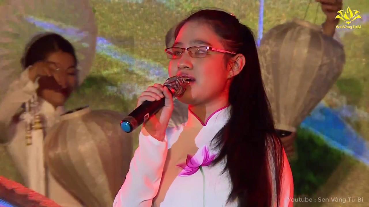 Em gái bị khiếm thị tại chương trình giao lưu văn hóa Phật Giáo   Sen Vàng Từ Bi