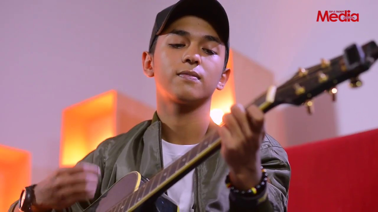 Download AIMAN TINO - PERMATA CINTA - Live Akustik - The Stage - Media Hiburan