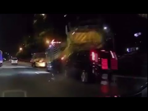 13march mpv crash onto roadwork barriers on the expressway