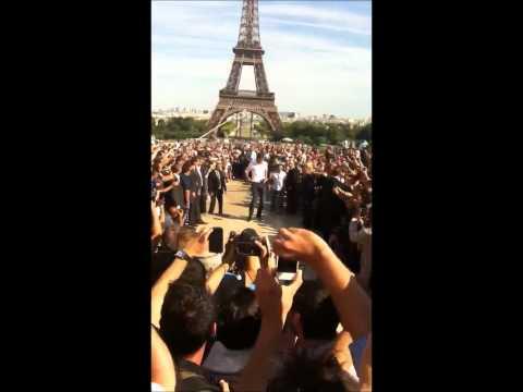 Zlatan Ibrahimovic Juggling Outside The Eiffel Tower
