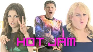 Repeat youtube video Flula Makes Hot Jam w/ Anna Kendrick & Pitch Perfect 2 Cast
