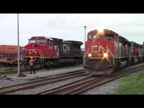 Thumbnail: CN Stacktrain 121 Builds it's Train at Rockingham Yard (Aug 15, 2017)