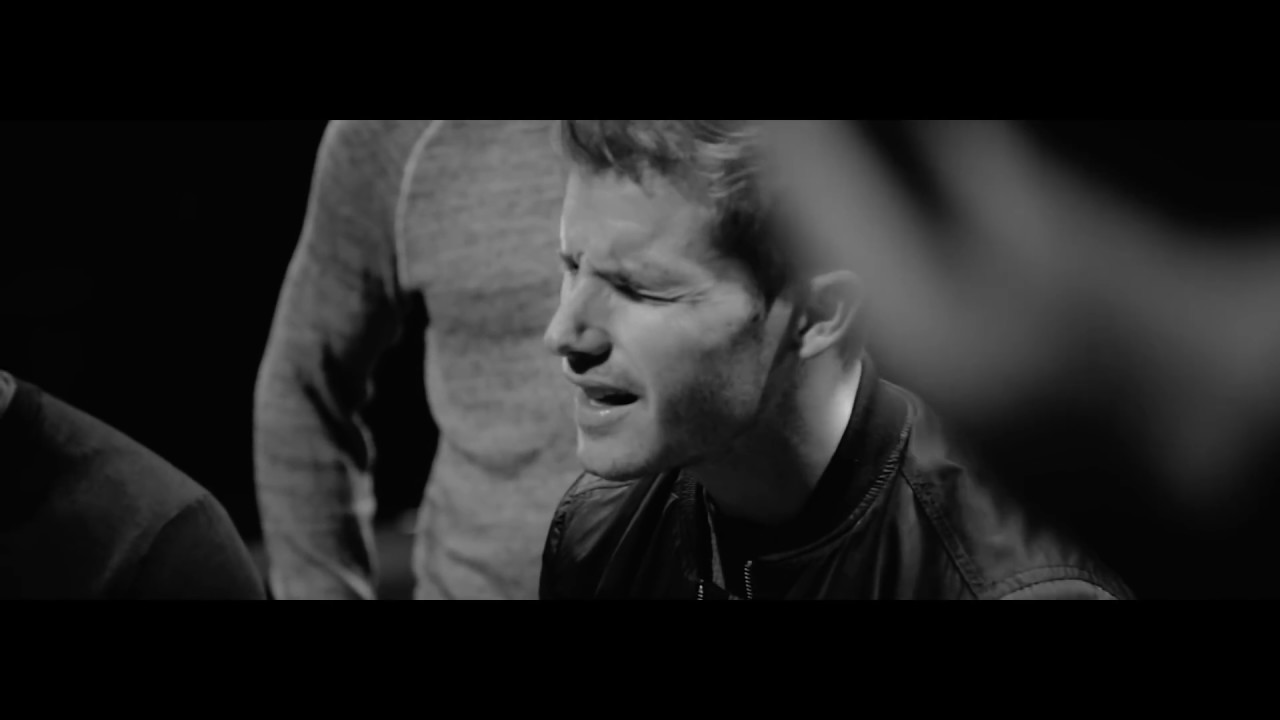 Download Jon McLaughlin - Hallelujah This Christmas (feat. Straight No Chaser) [OFFICIAL VIDEO]