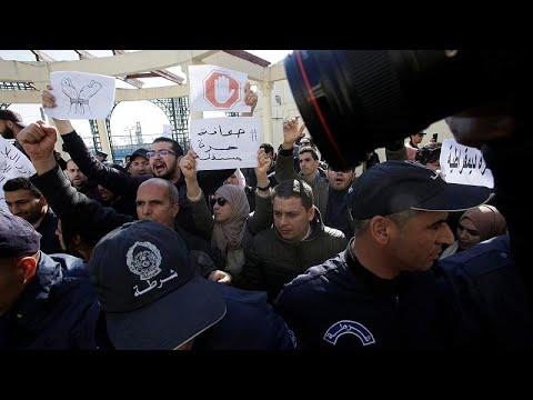 Algérie : la presse dénonce la censure