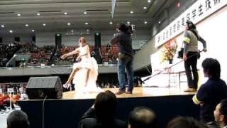 第1回 全国理容美容学生技術大会が行われた大阪府立体育館 ゲストによ...