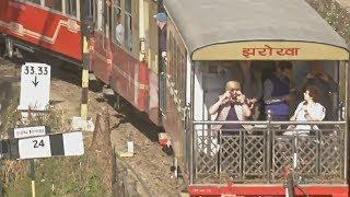 113-летний паровоз возит туристов в Индии