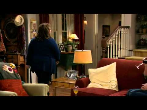Mike & Molly : Sister talk (Victoria at her best)