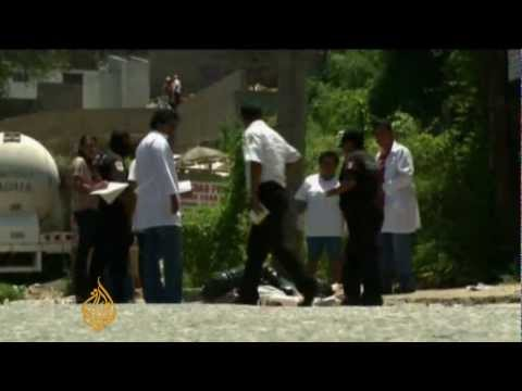 Mexico's drug gangs fight for control - YouTube