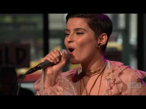 Смотреть клип Nelly Furtado - Pheonix