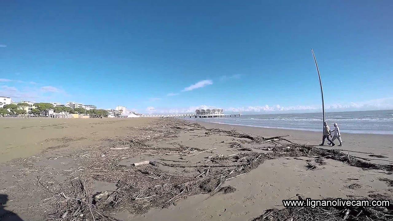 Matrimonio Spiaggia Lignano : Spiaggia lignano dopo mareggiata novembre youtube