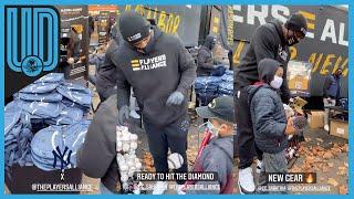 CC Sabathia, expitcher de los Yankees de Nueva York, se presentó en las calles del barrio Bronx y entregó despensas a comunidades para el invierno