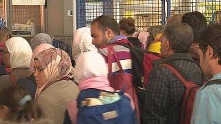 فيديو..ألمانيا: استقبال أكثر من 300 ألف لاجئ سيوقعنا بأزمة مالية